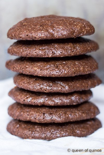 Dark Chocolate Quinoa Cookies via @alyssarimmer | #glutenfree