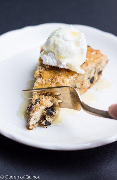 Gluten-Free Skillet Chocolate Chip Cookie | recipe on simplyquinoa.com #glutenfree