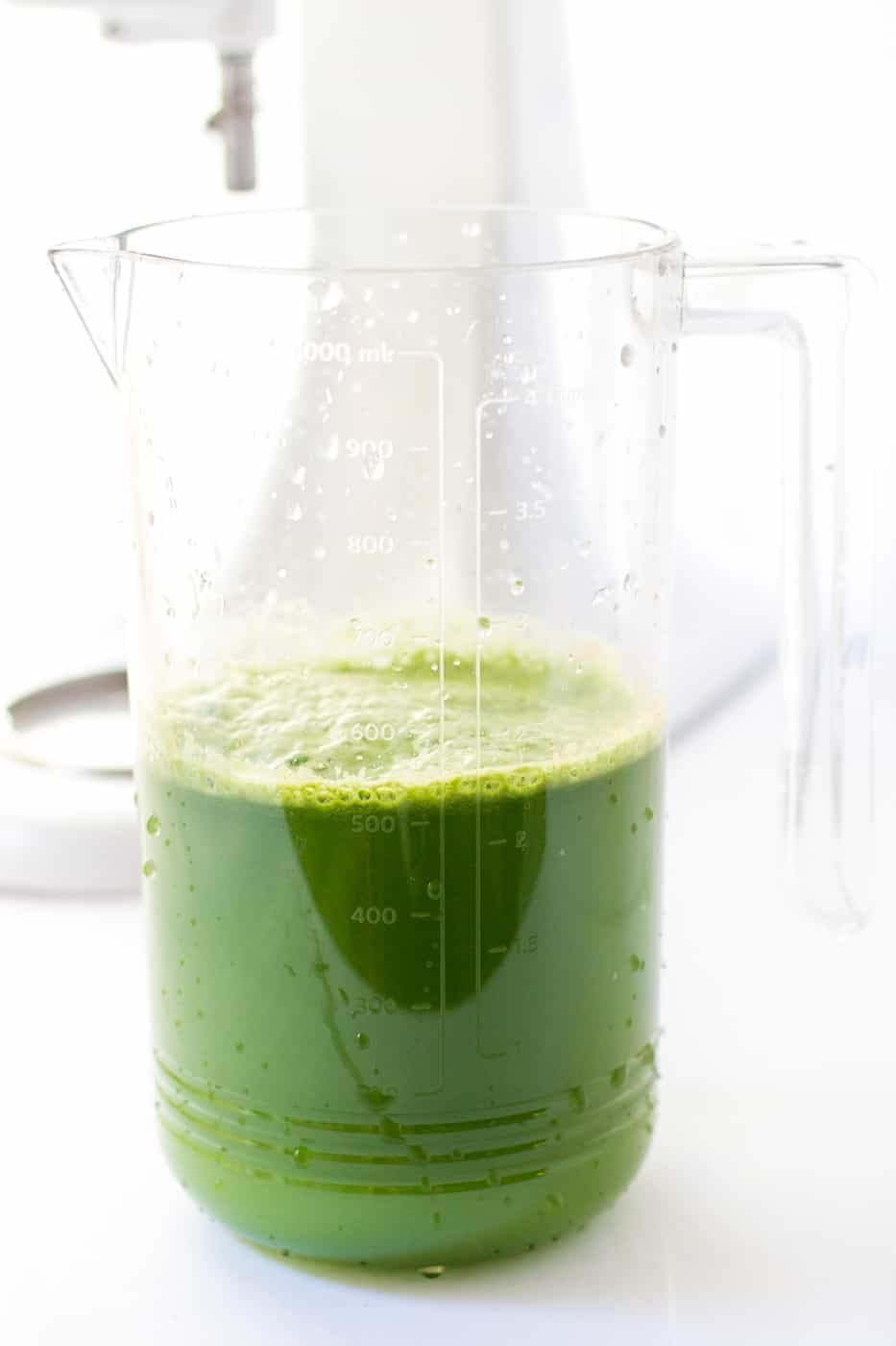 Healthy Green Juice with lemon, kale and green apple!