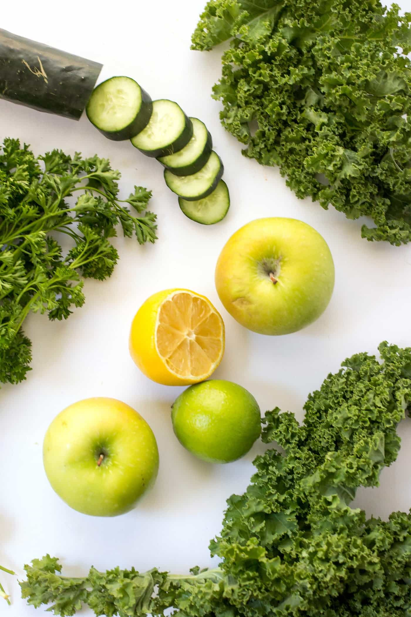 How to make a super healthy & detoxifying green juice!
