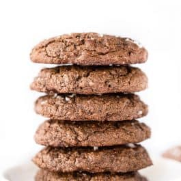 These DOUBLE Chocolate Chip Quinoa Cookies are sweet, satisfying and HEALTHY!