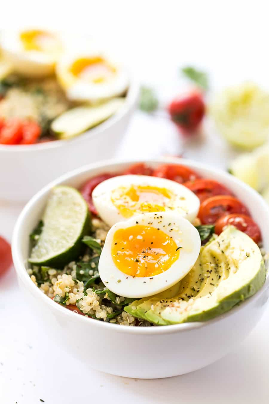 A mexican inspired Quinoa Breakfast Bowl with tomato, avocado and soft boil eggs!