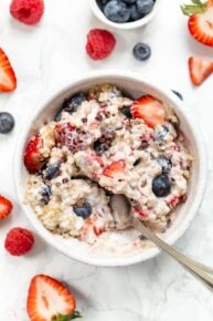Quinoa Breakfast Bowls with Yogurt