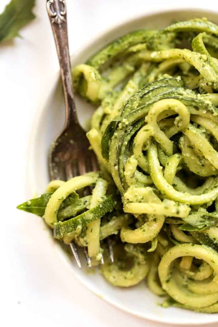 zucchini noodles with vegan lime-arugula pesto
