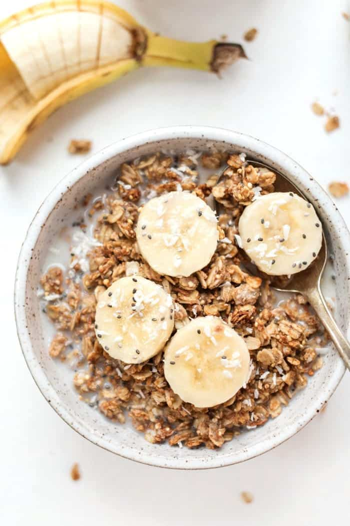 peanut butter & banana quinoa granola recipe for a healthy vegan breakfast