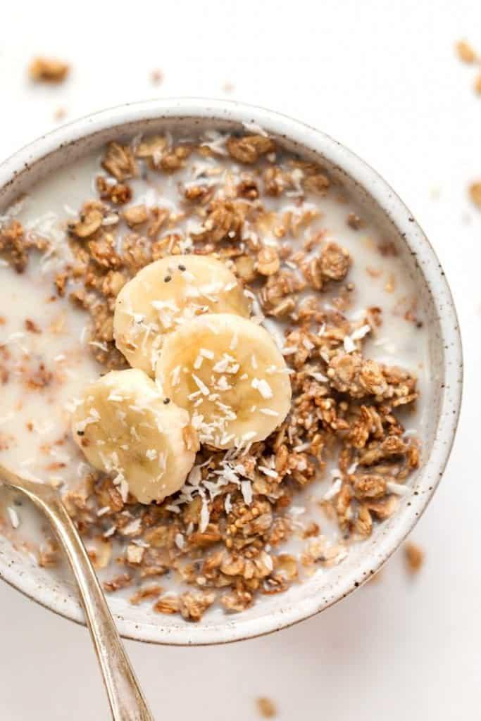 peanut butter banana quinoa granola -- a healthy vegan breakfast recipe