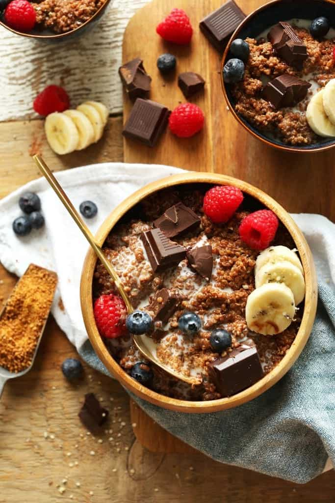 7-Ingredient DARK CHOCOLATE Quinoa Breakfast Bowl! Full of antioxidants, fiber and protein