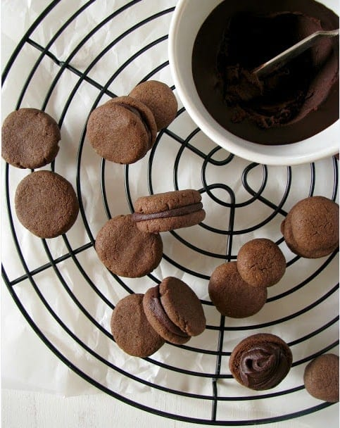 25 ways to use quinoa in your cookies --> Chocolate Filled Gluten-Free Cookies with Quinoa Flour