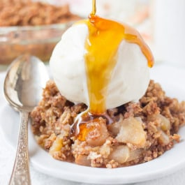 Healthy Apple Crispy made with a crunchy oat quinoa topping (gluten-free & vegan)