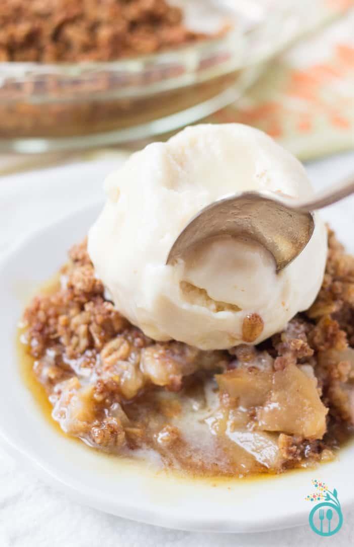 Healthy Quinoa Apple Crisp (gluten-free & vegan) - a decadent dessert that's totally healthy enough to enjoy for breakfast!