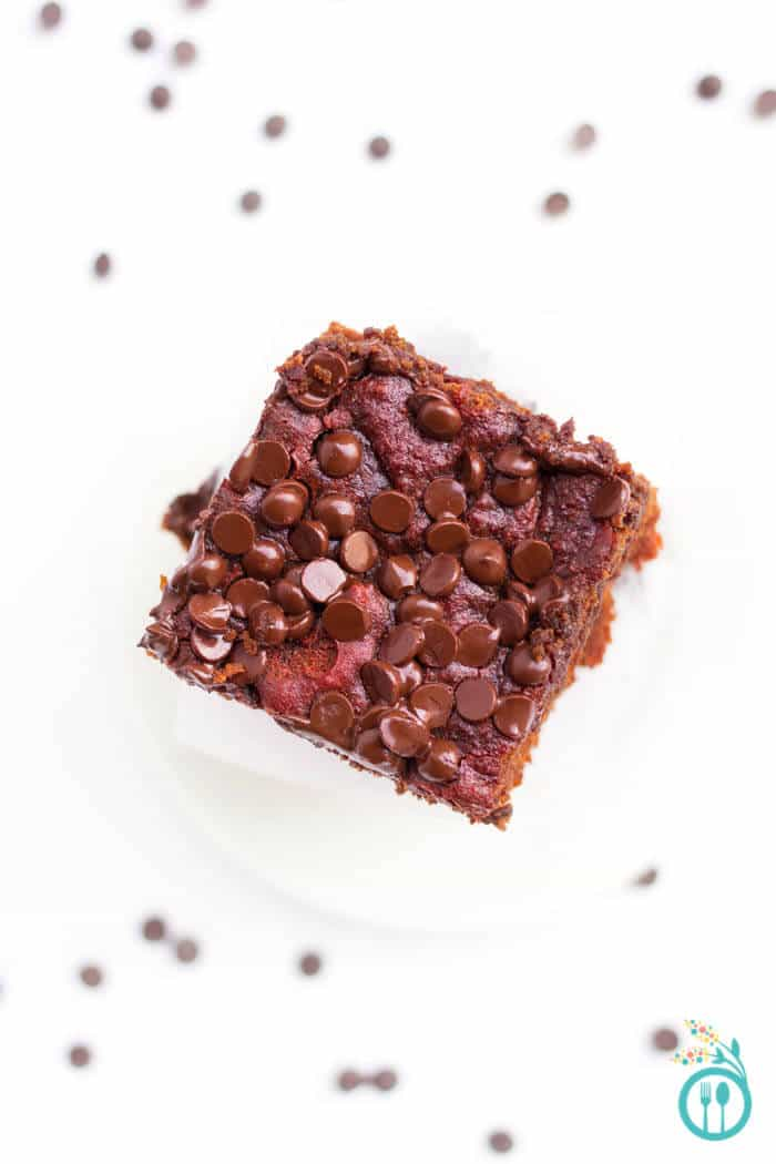 healthy-red-velvet-quinoa-brownies