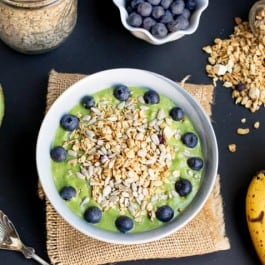 healthy-green-smoothie-bowl