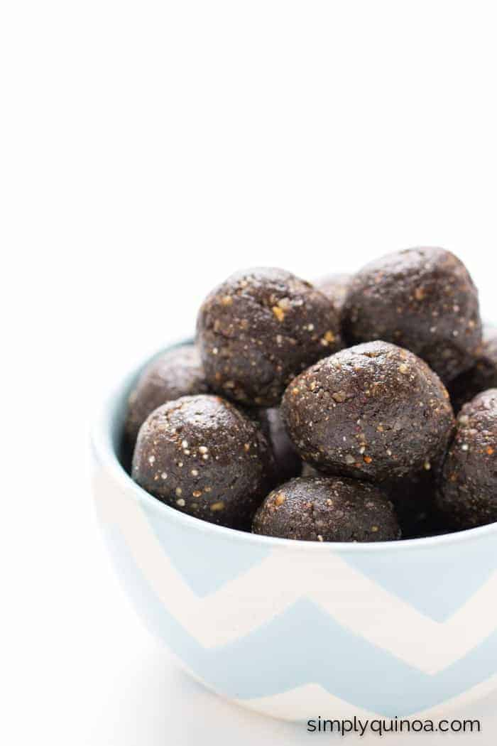 Chocolate Brownie Energy Bites made gluten-free & vegan PLUS with loads of other superfoods | simplyquinoa.com