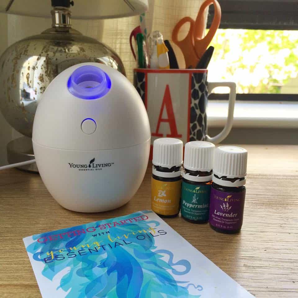 Diffusing Essential Oils - the Allergy Trio - for seasonal allergy relief || simplyquinoa.com