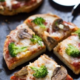 Mushroom + Broccoli Quinoa Pizza - a healthy, vegetarian and gluten-free meal that's perfect for a busy weeknight!