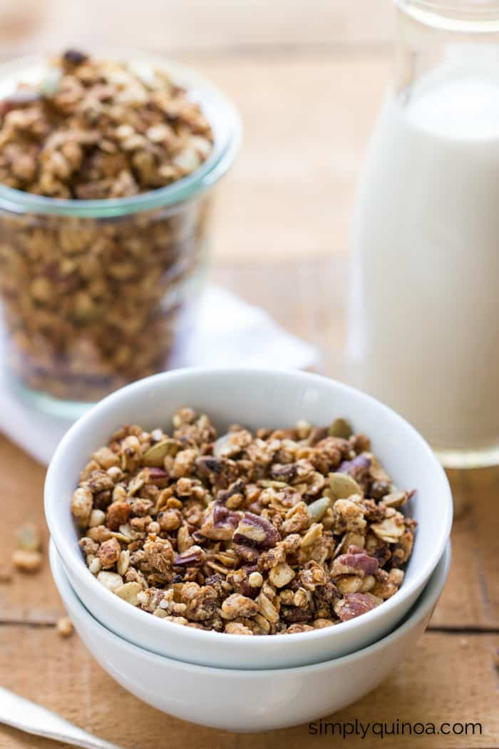 Vegan Coconut Oil Quinoa Granola    Start your day off write with a nutritious breakfast filled with fiber, protein and healthy fats    simplyquinoa.com