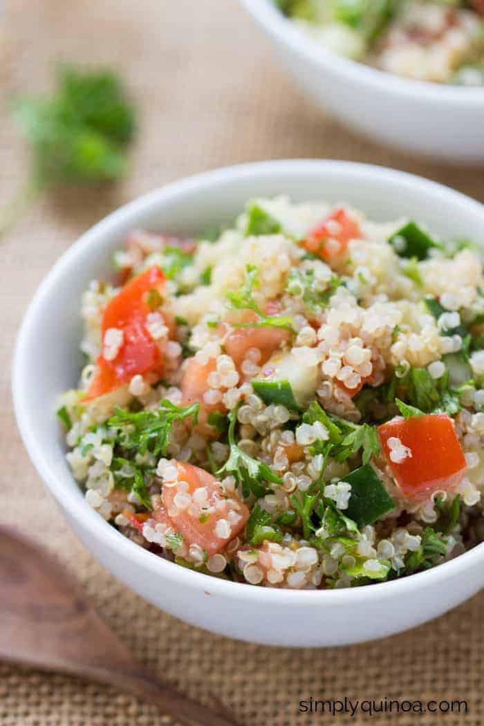 Quinoa Tabbouleh Salad // light, flavorful and super refreshing! Perfect for the summer (GF + V)