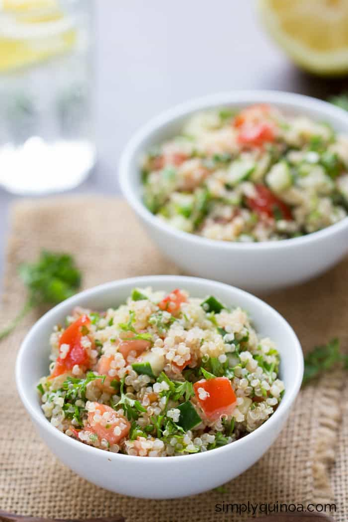 This Quinoa Tabbouleh Salad is AMAZING and HEALTHY! It uses only 7 ingredients and can be prepared in under 10 minutes!