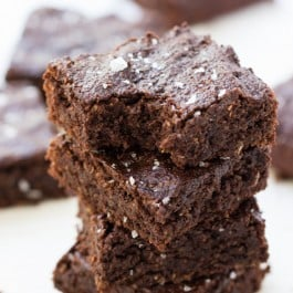 The ultimate QUINOA BROWNIE made with coconut sugar, avocado and dark chocolate chips [gluten-free + vegan]
