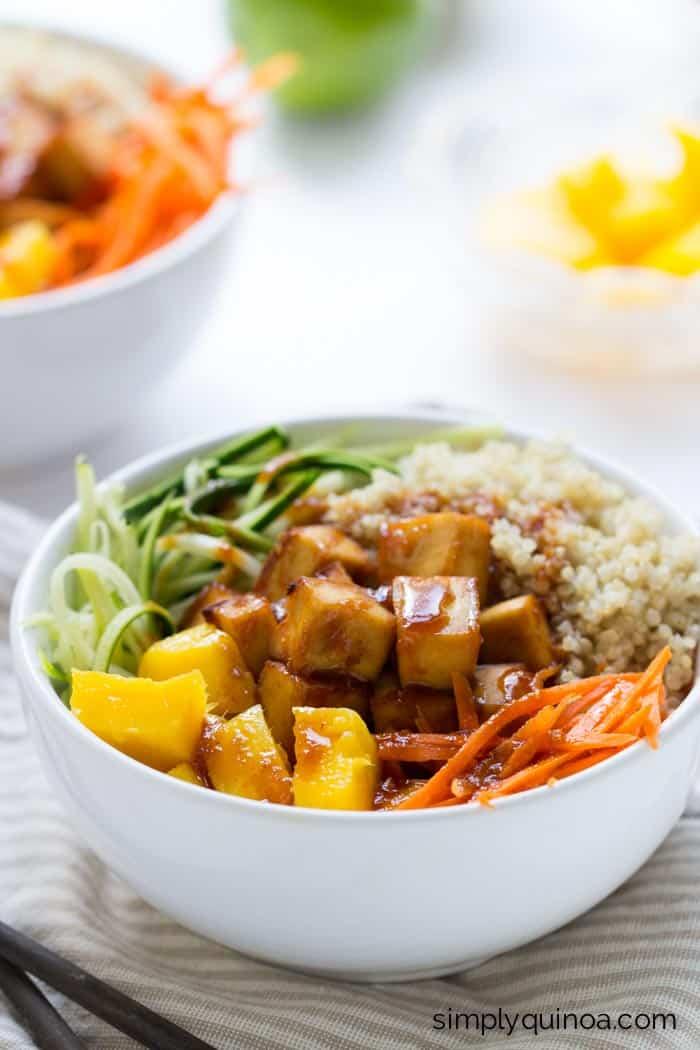 Teriyaki Quinoa Bowls with crispy baked tofu, spiralized veggies and fluffy quinoa