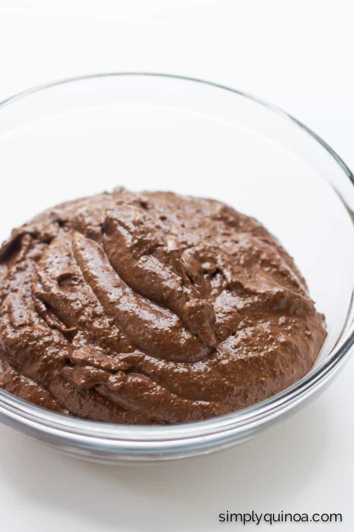 AMAZING dark chocolate quinoa pudding - uses only 8 ingredients and is gluten-free + vegan! | www.simplyquinoa.com