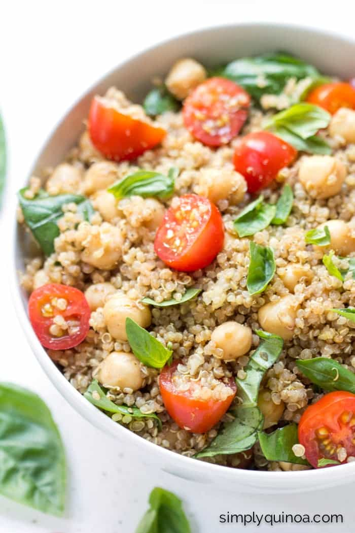 Caprese Quinoa Salad -- a HEALTHY + delicious quinoa salad that's made with fresh tomatoes and basil! | recipe on simplyquinoa.com