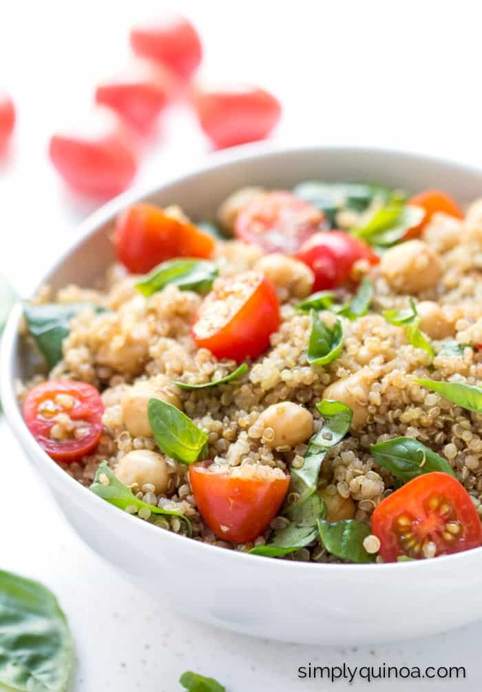 """This """"caprese"""" quinoa salad is made with all the traditional flavors just NOT the cheese! 