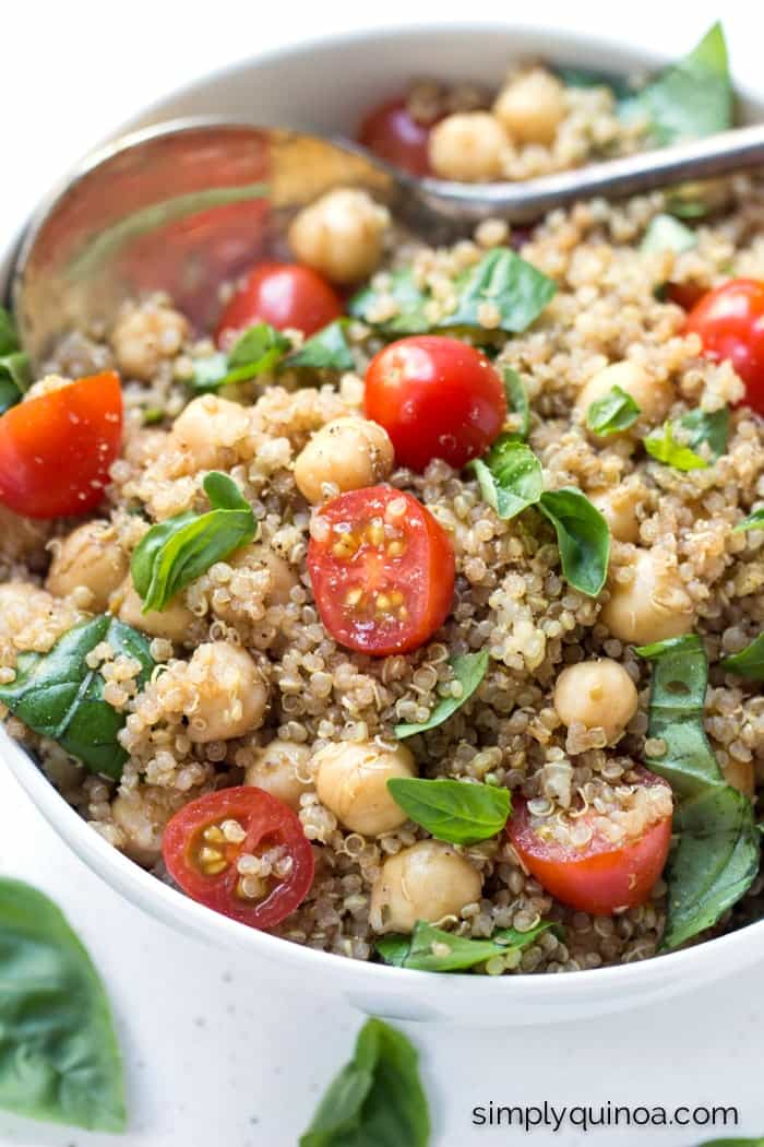 Vegan Caprese Quinoa Salad - a quick, cheese-free caprese salad with a delicious balsamic dressing | recipe on simplyquinoa.com