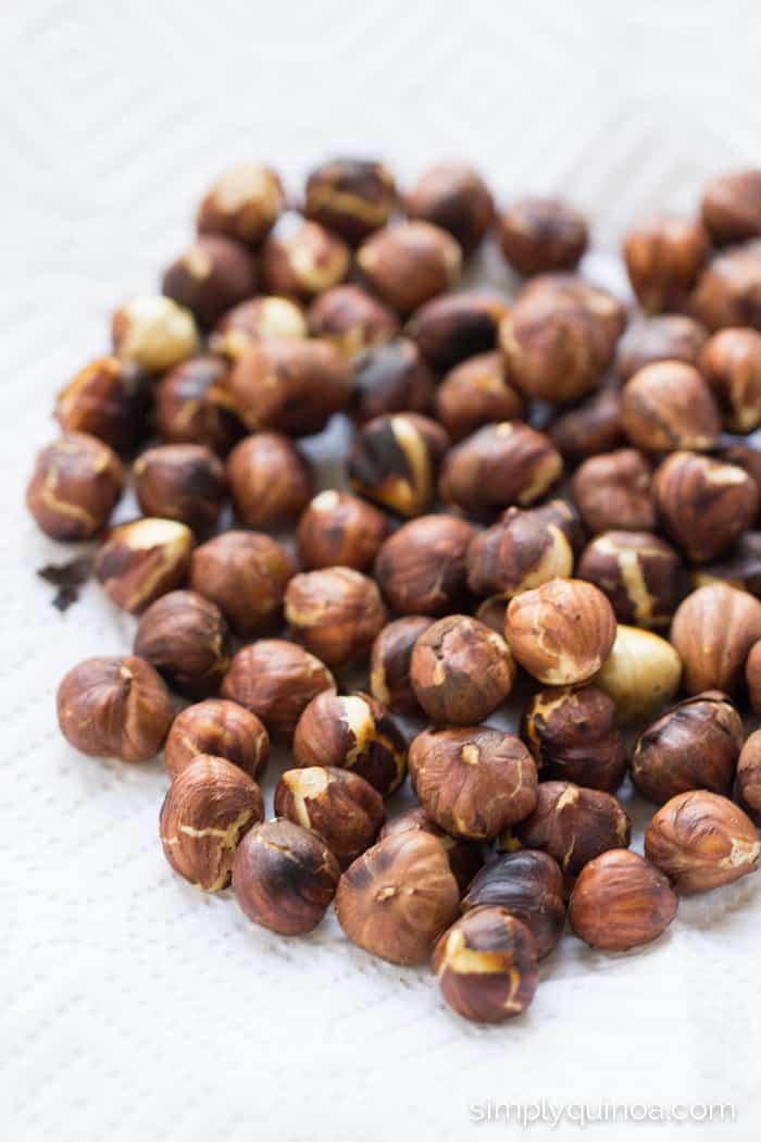 How to roast the perfect hazelnuts for a healthy quinoa salad | recipe on simplyquinoa.com