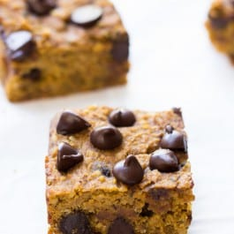 Pumpkin Chocolate Chip Quinoa Bars made with chickpeas, hemp hearts and quinoa! | recipe on simplyquinoa.com