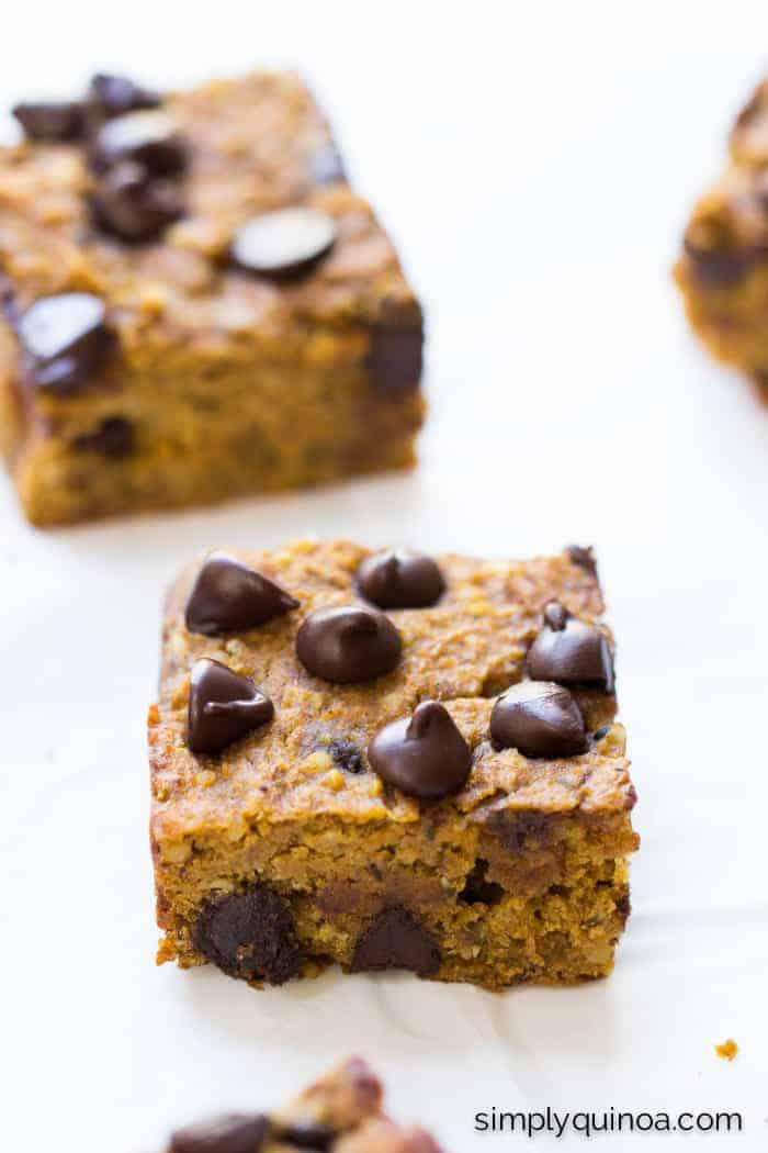 Pumpkin Chocolate Chip Quinoa Bars made with chickpeas, hemp hearts and quinoa! | recipe on simplyquinoa.com