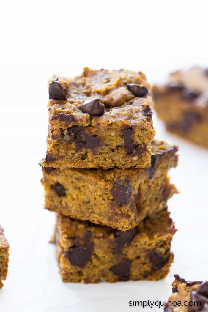 Pumpkin Chocolate Chip Quinoa Bars -- packed with protein, naturally sweetened and 8g of protein per serving!