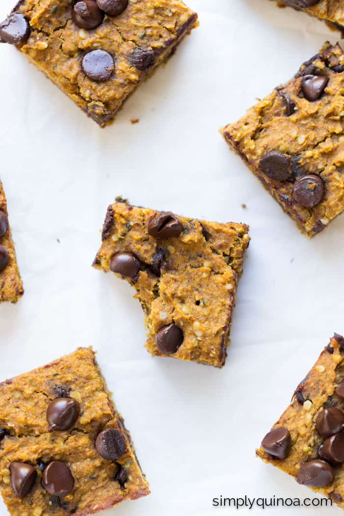 AMAZING pumpkin chocolate chip quinoa bars are packed with protein, naturally sweetened and low in fat!   gluten-free + vegan   simplyquinoa.com
