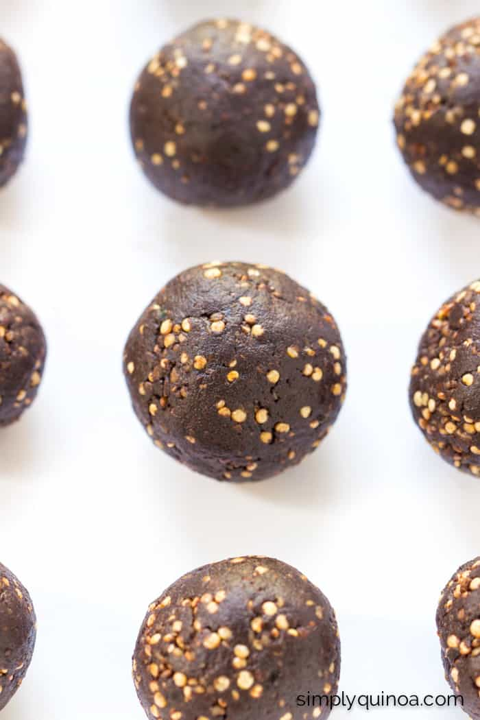 5-Ingredient Quinoa Energy Bites with Chocolate + Tahini | recipe on simplyquinoa.com
