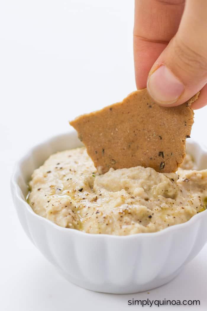 The BEST gluten-free crackers ever >> Garlic Rosemary Quinoa Crackers | recipe on simplyquinoa.com