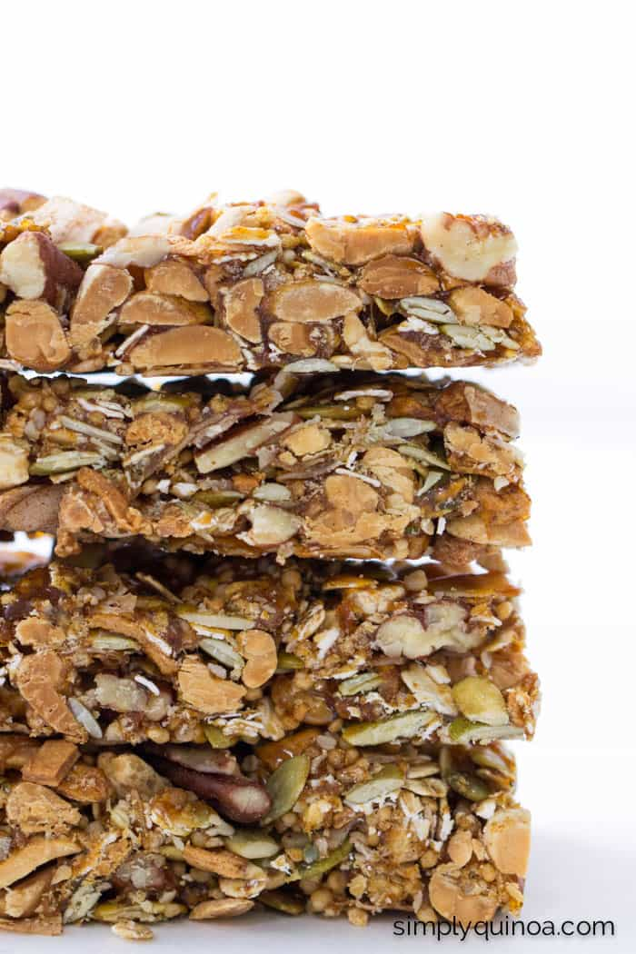 Apple, Peanut + Honey Quinoa Granola Bars -- they're NO-BAKE, healthy and filled with protein!