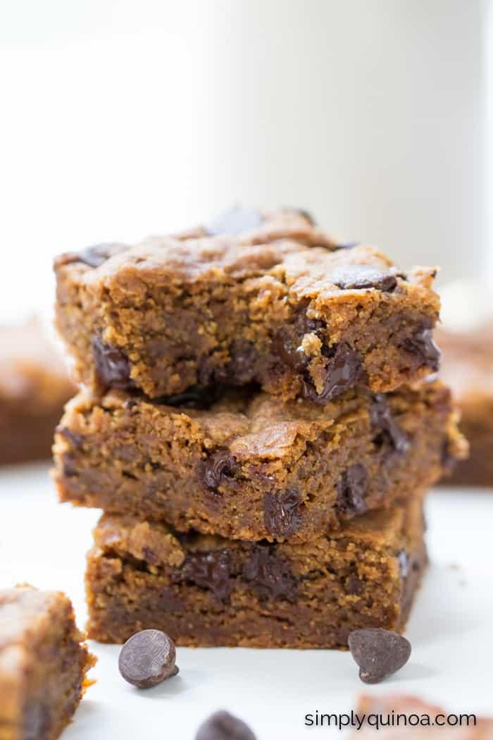 Easy Chocolate Chip Quinoa Cookie Bars - healthy, vegan + refined sugar-free!