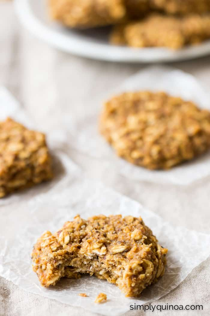 Need a quick + healthy breakfast option? These Pumpkin Pie Quinoa Breakfast Cookies are the perfect, nutritious treat you need!