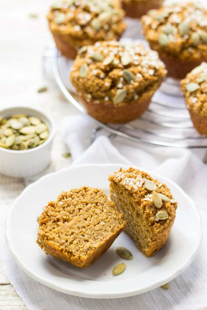 Healthy Pumpkin Quinoa Muffins - no oil, egg, refined sugar, gluten OR dairy | recipe on simplyquinoa.com
