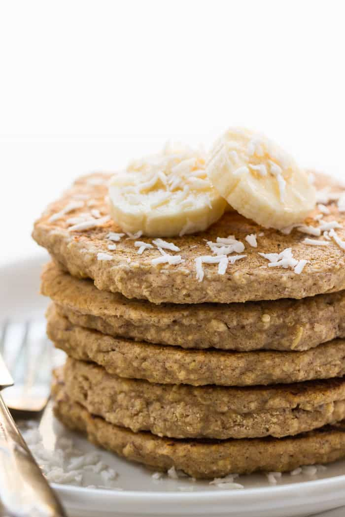 Vegan Cinnamon Oatmeal Quinoa Pancakes - made without any refined grains, sugar or oils | recipe on simplyquinoa.com
