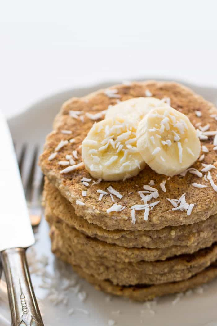 Healthy Cinnamon Oatmeal Quinoa Pancakes - these pancakes are also gluten-free AND vegan | recipe on simplyquinoa.com