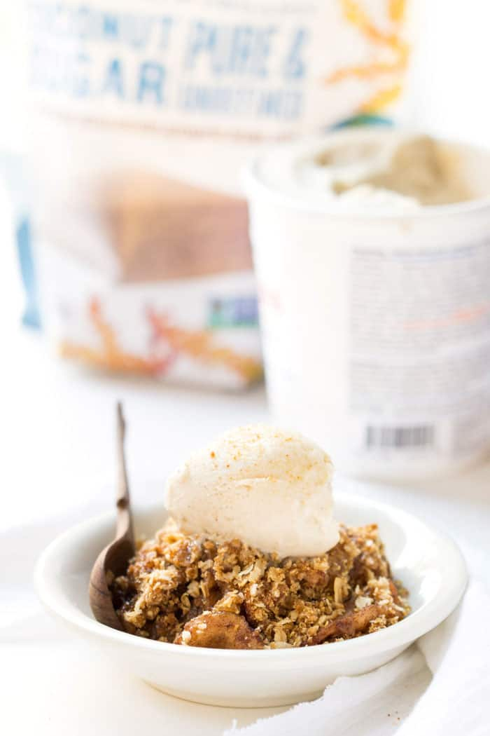 Slow Cooker Quinoa Apple Crisp -- a classic dessert that's totally hands off!