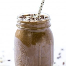 Almond Joy Smoothie and it tastes like the candy! Except this smoothie is filled with healthy ingredients like spinach, banana, raw chocolate, coconut, quinoa and more!