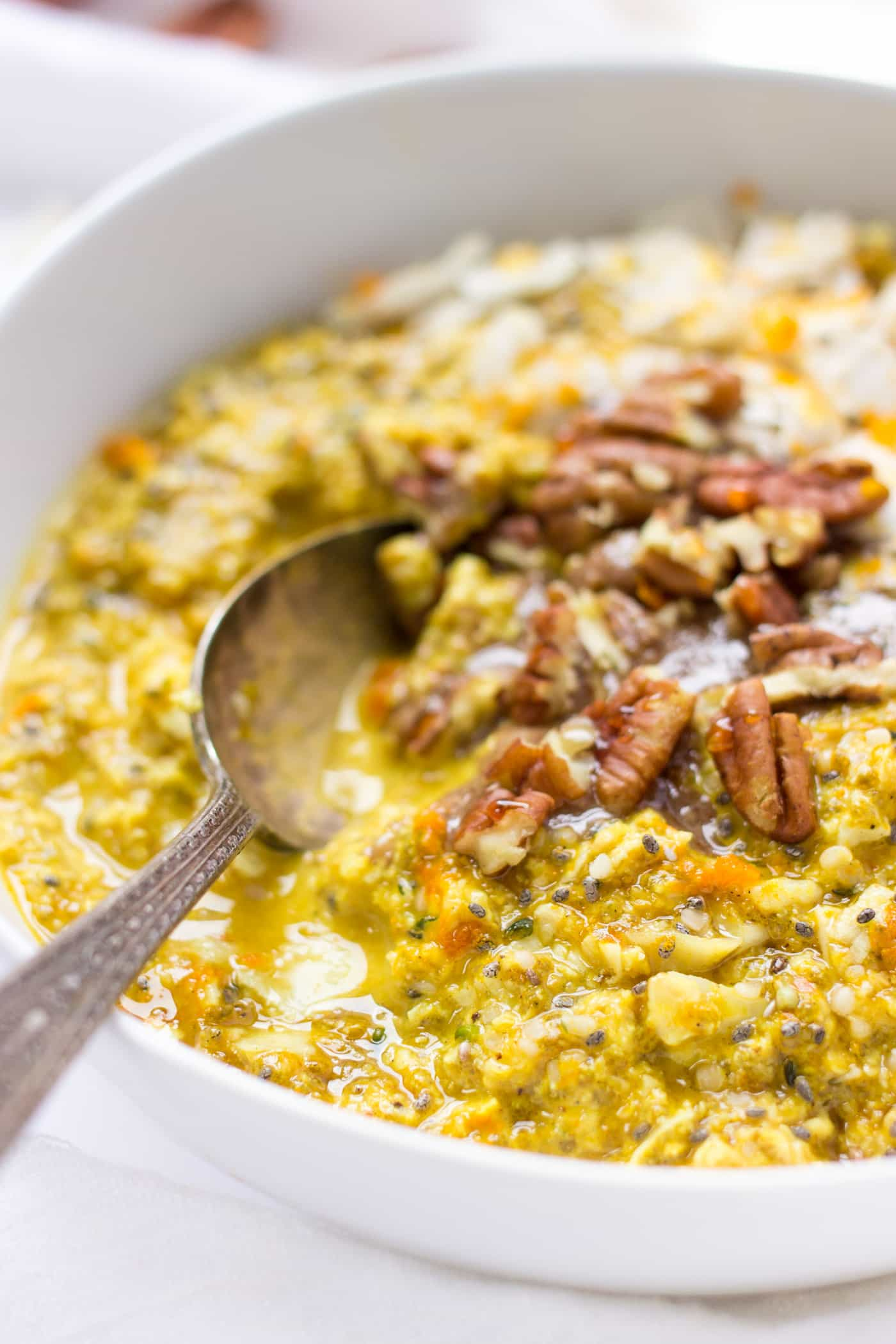 The perfect overnight quinoa recipe >> with orange and turmeric to boost flavor and help fight inflammation!