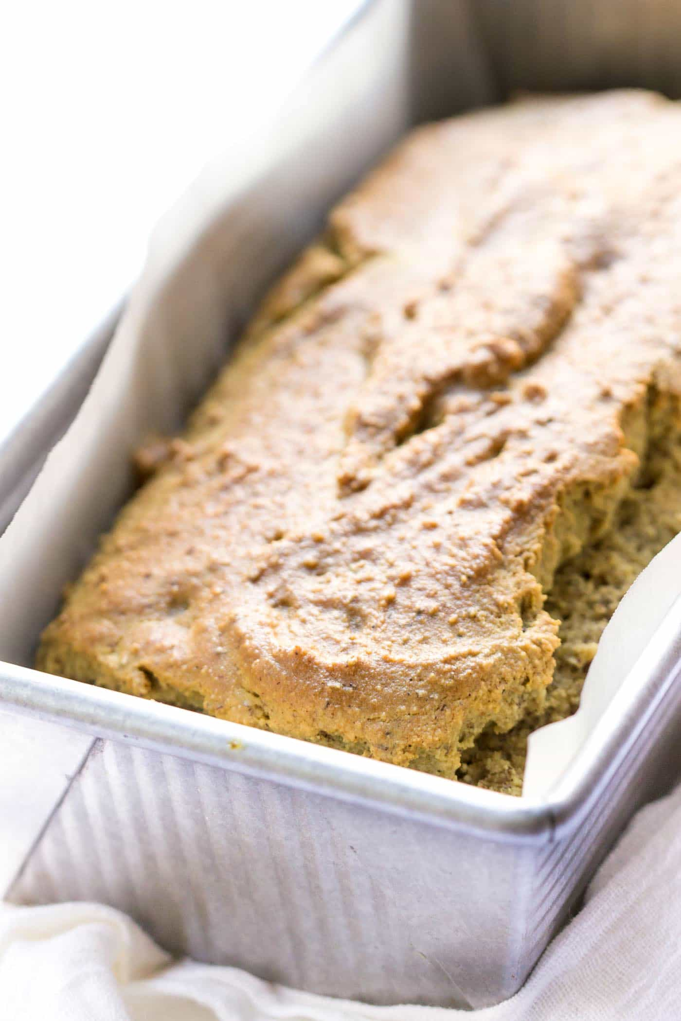Super easy GLUTEN-FREE BREAD! Made with quinoa and almond flour, no yeast and no dairy!