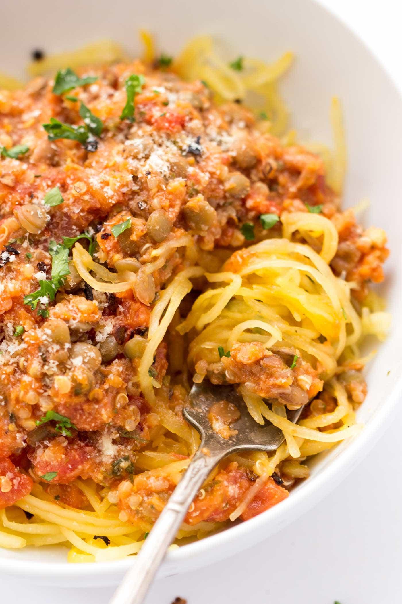 A simple meatless meal idea >> QUINOA + LENTIL BOLOGNESE (with spaghetti squash)