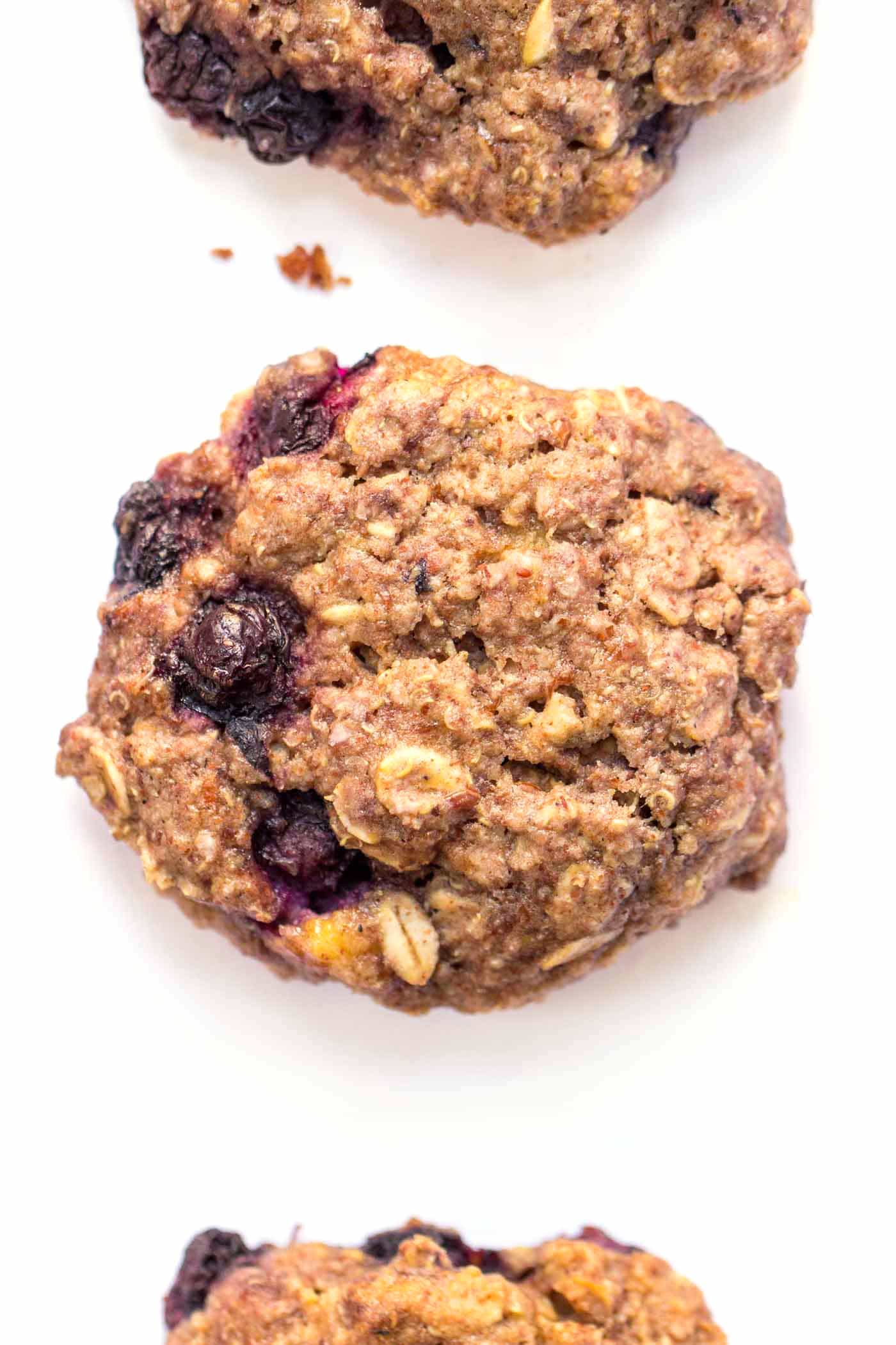Blueberry Quinoa Breakfast Cookies -- made with oats, quinoa flakes and loads of other nutritious ingredients! [vegan + gluten-free]