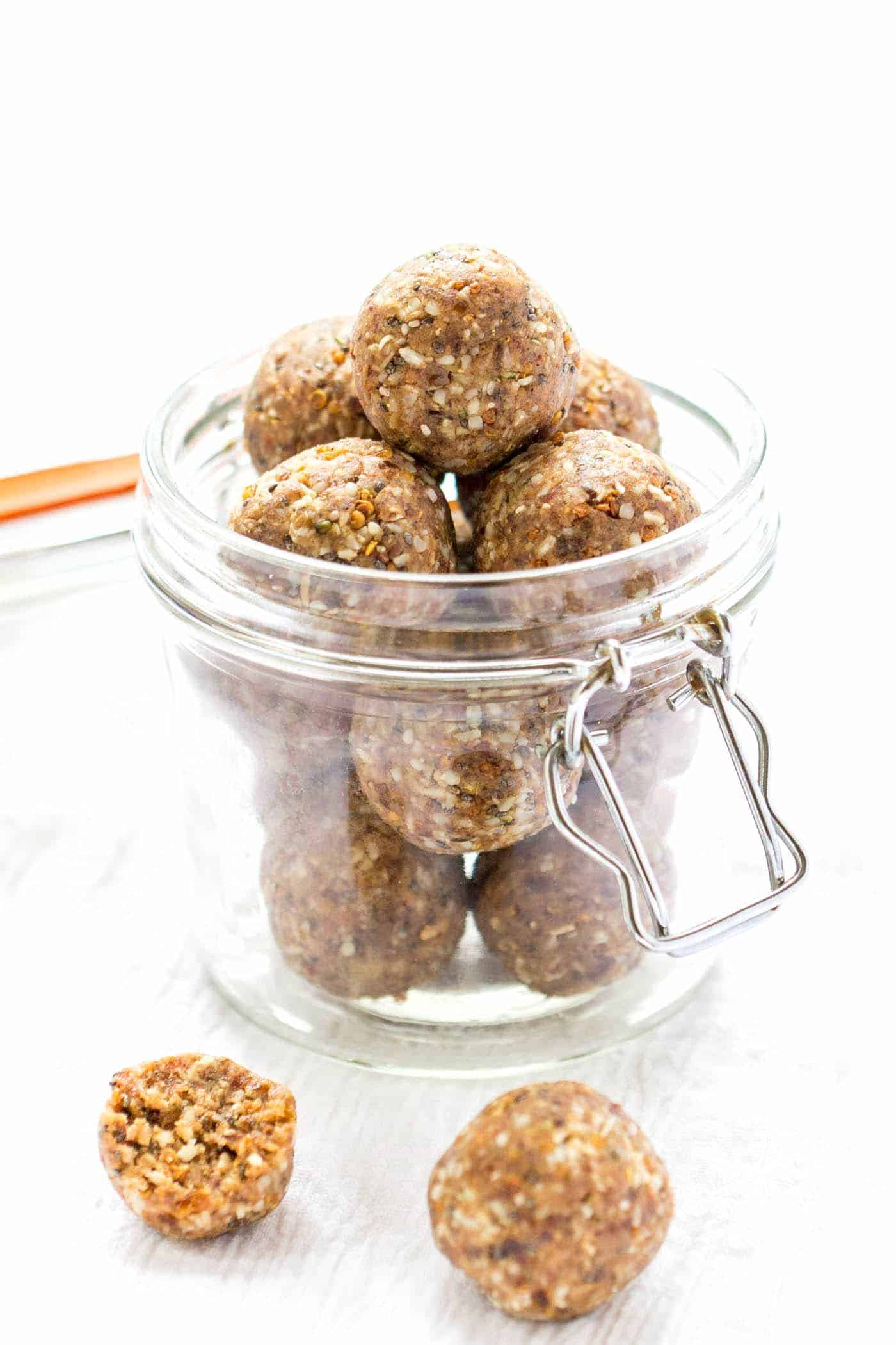 Super easy PROTEIN quinoa energy bites in a coconut-chai flavor. Perfect grab-and-go snack or for after a hard workout.