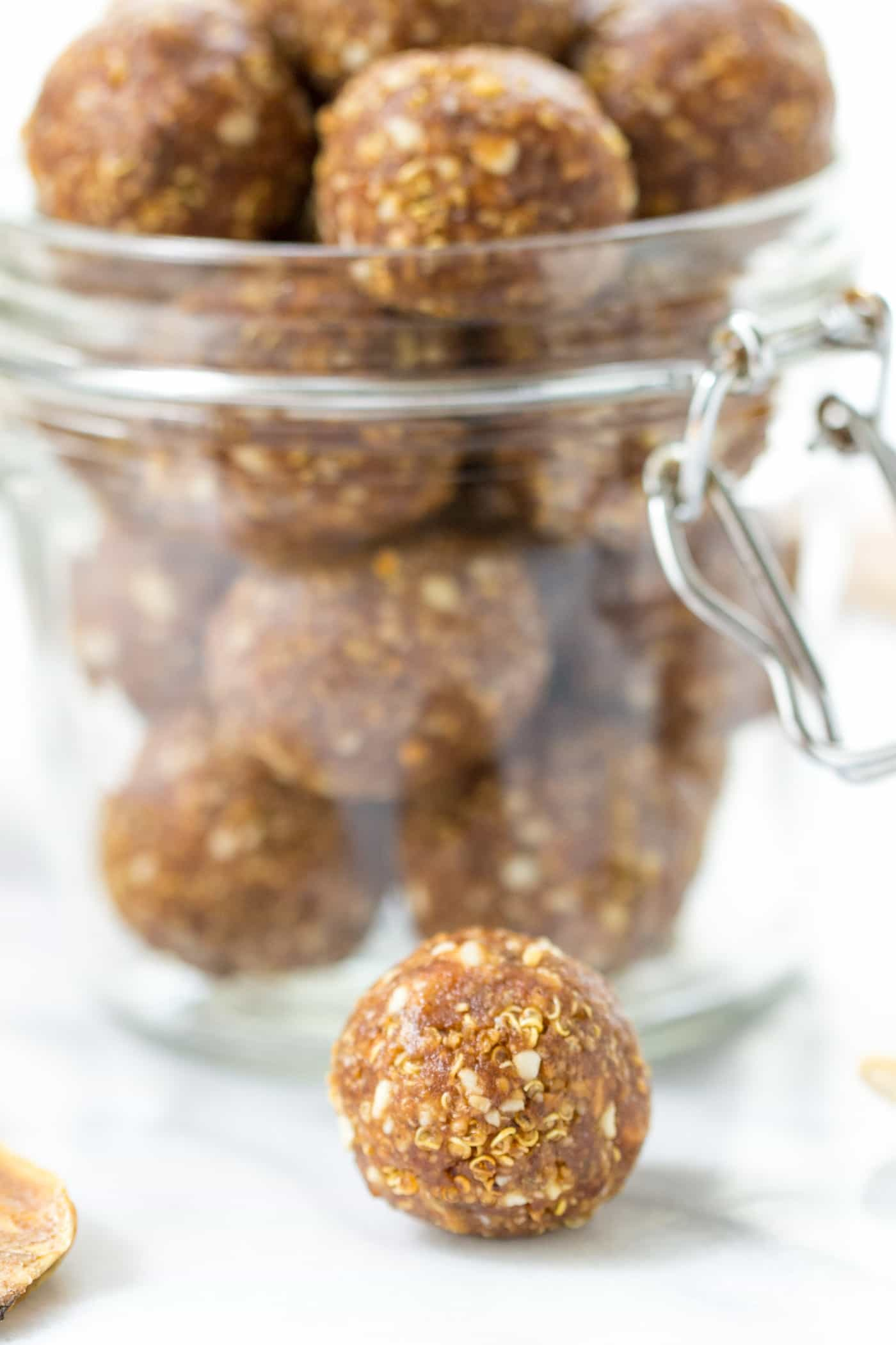 These HEALTHY Banana Peanut Butter Energy Bites make the perfect on-the-go snack -- easy to make, packed with healthy ingredients and SO FLAVORFUL!