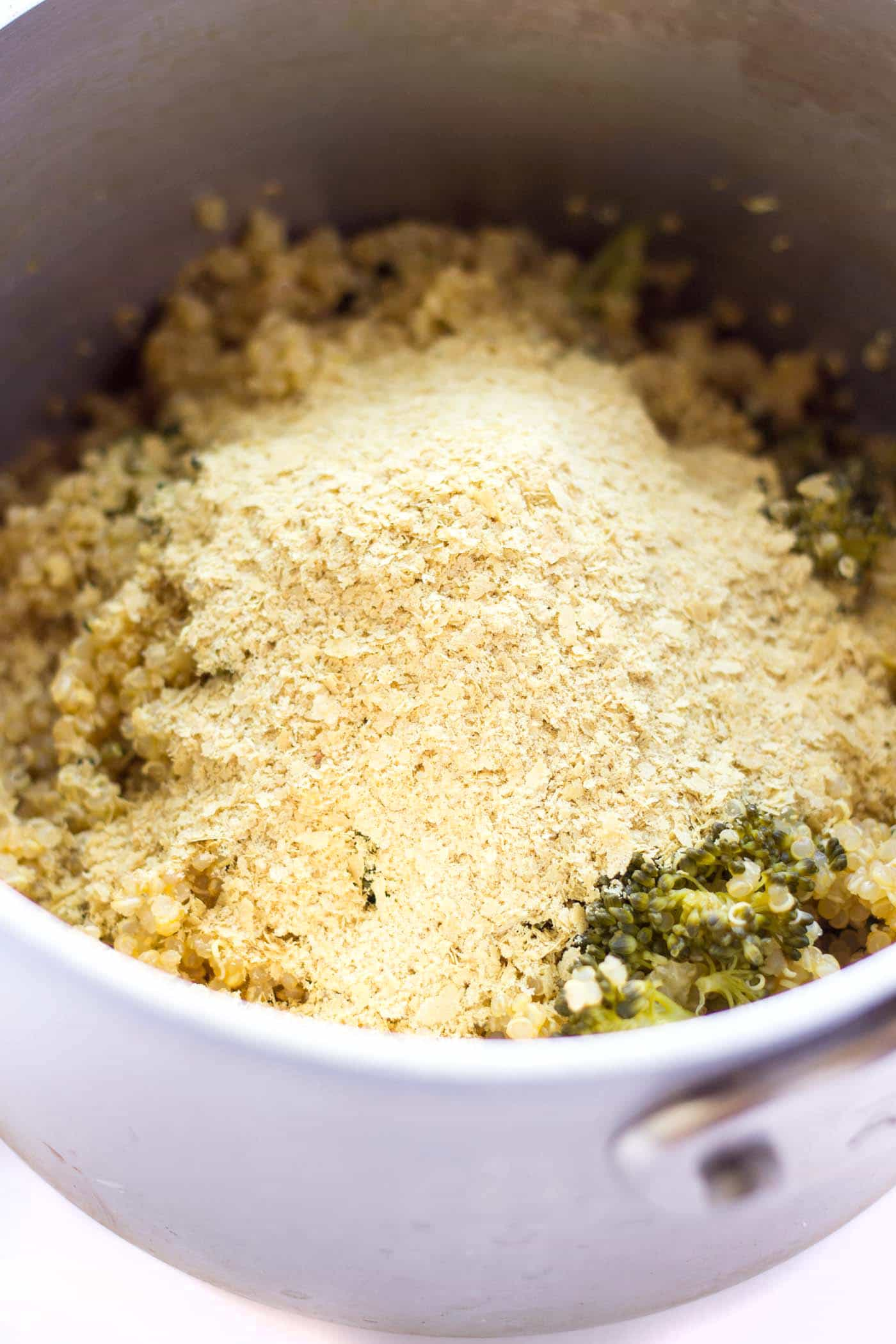 The secret to perfect quinoa mac and cheese? NUTRITIONAL YEAST! So cheesy, so healthy and SO delicious!